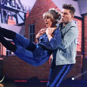 Sonny Jay and Angela skate to A Town Called Malice | Dancing on Ice 2021