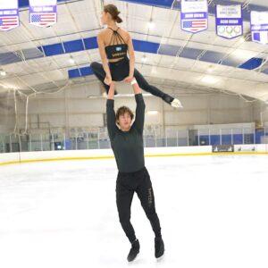 """Twin Swedish Pair Skaters Greta Crafoord & John Crafoord skate to """"Waves"""" @Dean Lewis"""